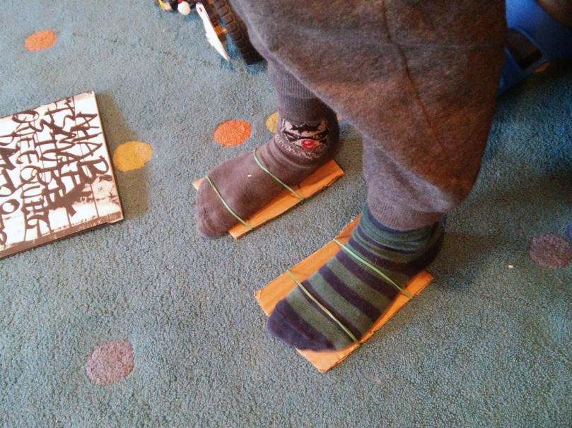 sabates-de-cartró.jpg